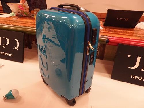 バッテリーつきのスーツケース