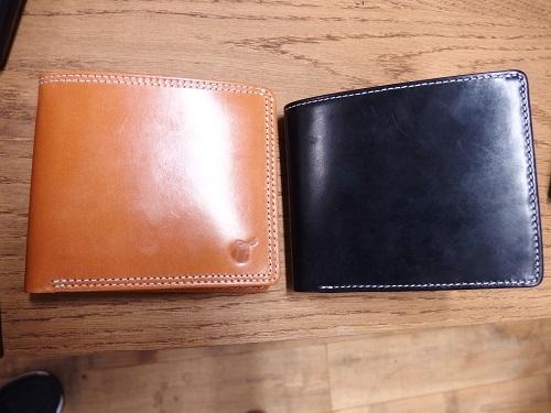左:GLCブライドルレザーコンパクトウォレット9,720 円(税込) 右:ブライドルレザー二つ折り財布12,960 円(税込)