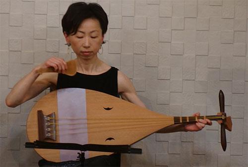 中村かほる楽琵琶