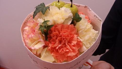 日比谷花壇母の日そのまま飾れるブーケ「アップルオランジェ」