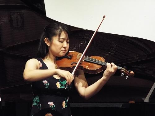 ヴァイオリン谷口亜実さん(バッハ 無伴奏ソナタ1番アダージョとフーガ)