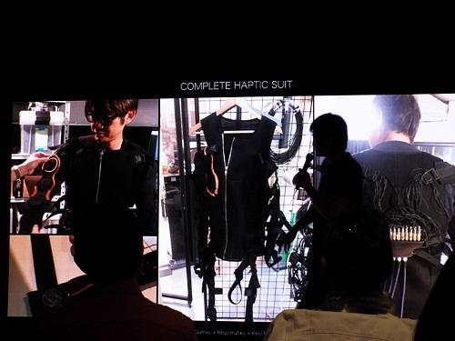 水口さんが開発しているVRスーツ。