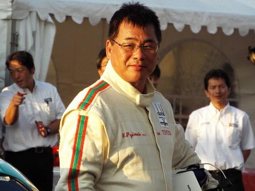 ドライバー藤本吉郎さん
