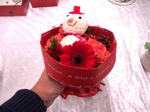 日比谷花壇そのまま飾れるブーケおめかし雪だるまのブーケ
